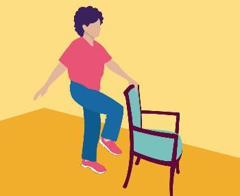 Dame qui fait de l'exercice accotée sur une chaise